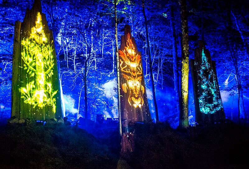 Tonga Lumina Les Totems Mont Tremblant Spiritual Journey Mountain Footsteps Spirits Red Green Blue Totem Light Lights Show