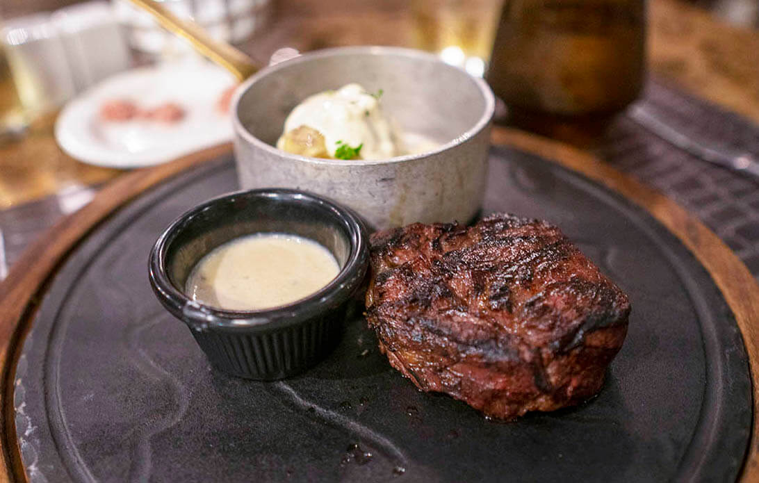 planet-hollywood-beach-resort-costa-rica-steakhouse-entree