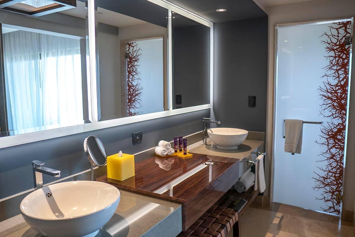 planet hollywood costa rica junior suite bathroom